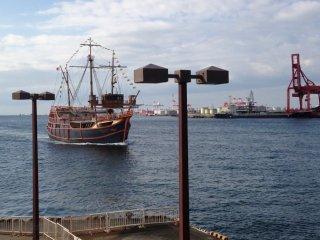 Tàu Santa Maria đang đến