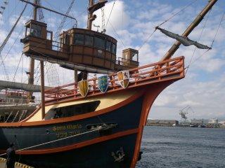 Perhatikan betapa kuat struktur kapal ini, dan betapa halus detilnya