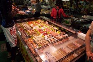 Hãy chọn món cá của riêng bạn tại chợ cá Washo