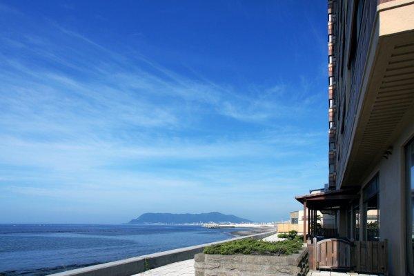 很多日式旅馆都承诺,从室外浴池能够欣赏到海景。