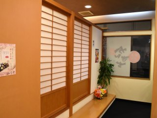 The entrance to the tatami-mat floor seats