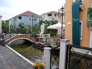 La Vita, shopping complex in the style of Venice