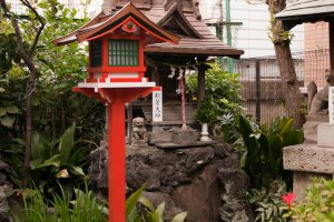 Small shrine and toro in the main Yanagimori shrine in Akihabara
