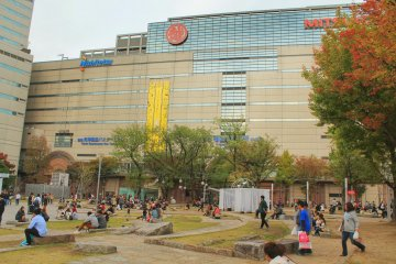 <p>Kego Park is next to Mitsukoshi and offers a lot of places to sit down for a while</p>