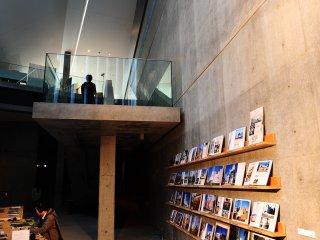 Gehry의 작품들의 대한 디자인 책 컬렉션