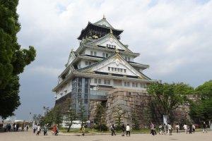 'ปราสาทโอซาก้า' เป็นปราสาทที่มีชื่อเสียงที่สุดในญี่ปุ่น และเป็นสัญญลักษณ์ของเมืองโอซาก้า