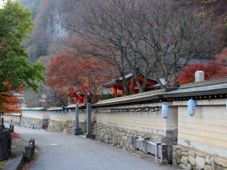 The wall and road outside Ryusenji Temple