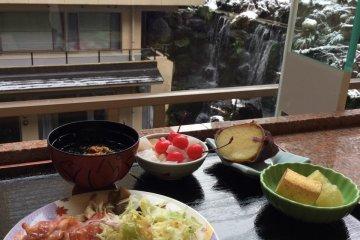 <p>อาหารเช้ากับวิวฤดูหนาว</p>