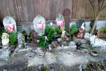 <p>Jizos, tanukis and other stone figurines</p>