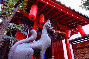 装束稲荷神社の狛犬