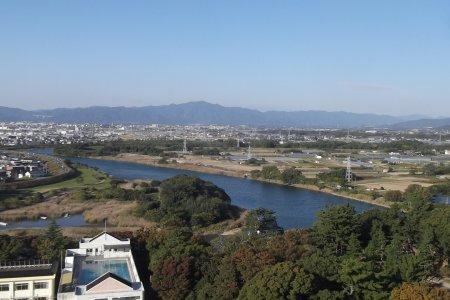 ระเบียงชมวิวที่ศาลากลางแห่งเมืองโทะโยะฮะชิ
