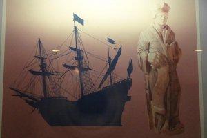 リーフデ号と船尾に飾られていた木造のエラスムス像(横須賀市自然人文博物館)