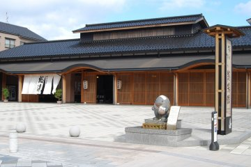 <p>All hotels in Wakura have their in-house onsen but going to the public onsen is also an option</p>