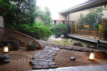 สวนญี่ปุ่นตรงทางเข้า