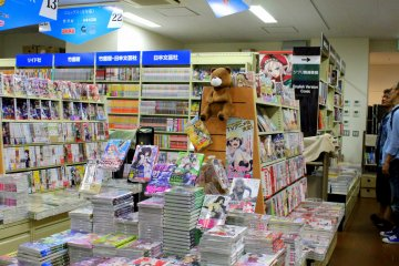 <p>You will surely get confused with all these reading and art materials on display.&nbsp;</p>