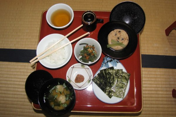 Shojin ryori (món chay) dùng cho bữa sáng tại chùa Ekoin, núi Koya