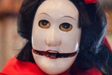 Эта кукла Труппы марионеток Тонда может перевоплощаться