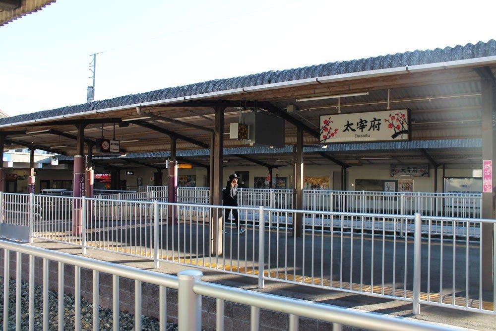 從西鐵車站搭乘大牟田線再轉乘太宰府線,約30分鐘可抵達太宰府站