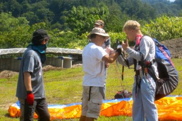 Head Instructor Kibushi shows me the controls and how to hold them properly