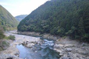 Pemandangan Sungai Hozugawa yang menawan