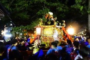 Parade of the mikoshi near Juzo Shrine
