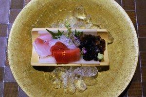 Both fish and mushroom sashimi appear on Nasuno's menu