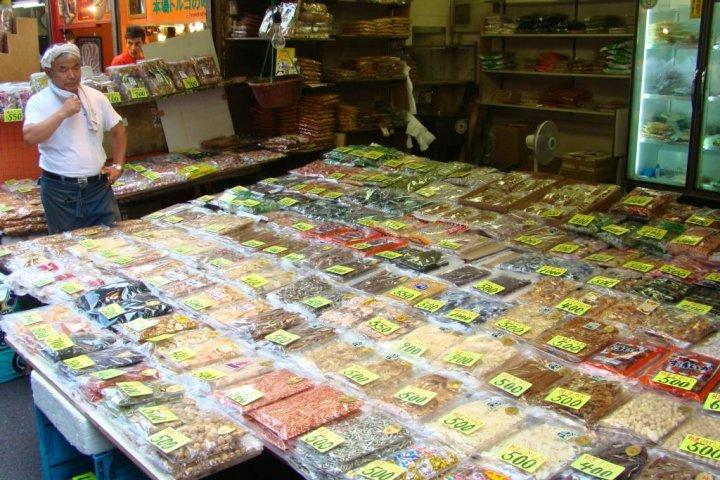 ตลาดอะเมะโยโกะ ในอุเอโนะ โตเกียว