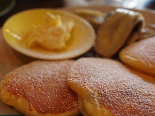 Bánh kếp chuối ở đây cực kì ngon. Tiệm bánh này là một trong số ít những tiệm bánh ở Tokyo bán bánh kếp