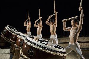 O grupo de percussão em taiko Kodo visita-nos desde a sua ilha natal Sado, em Niigata