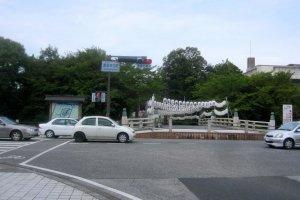 Depuis la gare d'Hikone, suivez la rue principale pour arriver au château