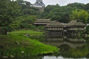 La tour du château depuis le jardin Genkyu-en