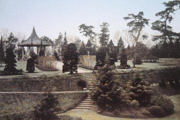 개원 당시의 야마테공원 좌우에는 정자가 있다.
