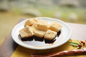 Subtly sweet warabi mochi