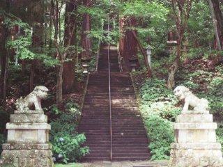 Kami mulai dari Togakushi, di mana kami mengunjungi Kuil Togakushi yang terkenal