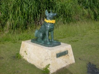 A statue of celebrity doggie Marilyn