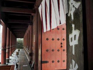 The entrance to Konpon-Chudo, the primary central hall of Enryaku-ji
