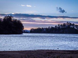 Вид с северного края озера возле Юмото Онсен