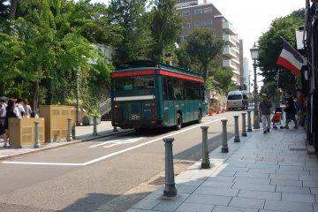 Kobe City Loop bus is ready to bring you around the Kobe