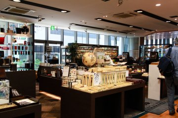 Outlets of high-end writing and art materials located on the 3rd floor