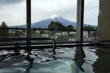 河口湖酒店公共溫泉以及洗浴區-無敵富士山美景