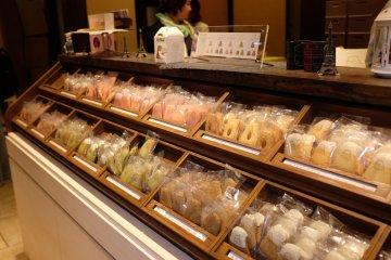 富士山曲奇餅:一排排單獨販賣