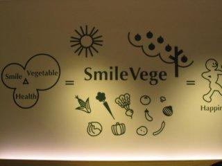 Gambar-gambar di dalam toko yang mengisyaratkan kalau tempat ini adalah restoran vegetarian