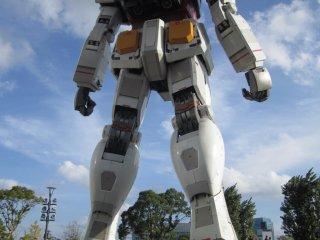 Vista trasera de Gundam