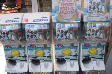 <p>Vending Machines with Gundam related toys outside of the cafe</p>