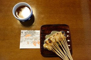 Aburi-mochi come with complimentary barley tea