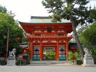 The grand entrance gate of Imamiya Shrine beckons to visitors