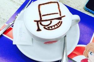 Cappuccino dengan Latte Art Kaito Kid