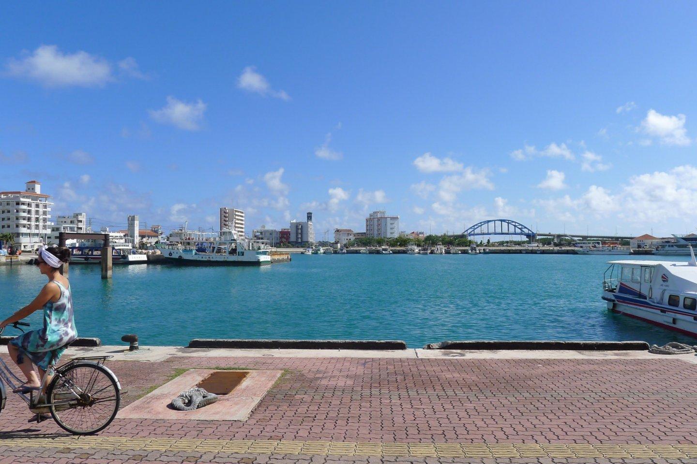 Les eaux bleues du port d\'Ishigaki