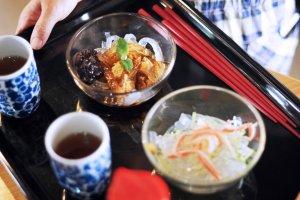 Makanan penutup lokal di cafe Seven Island di Naoshima