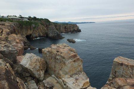 Vách đá và hang động Sandanbeki